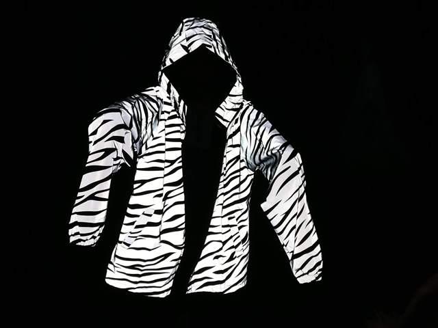 מעיל מחזיר אור ובגדי ספורט מחזירי אור – או בזהירות, לא להידרס